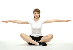 göra övningar som ler sportkvinnan Fotografering för Bildbyråer