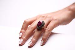 göra en gest handmanicurekvinna Royaltyfri Fotografi