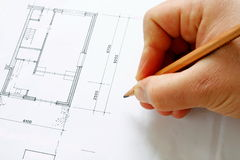 göra en skiss av byggnadsritningen Royaltyfri Fotografi