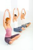 göra exerciceskvinnayoga Fotografering för Bildbyråer