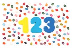Göra gelé av bönasötsaker och 123 siffror royaltyfri fotografi