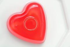 Göra gelé av hjärtor för valentindag royaltyfri bild