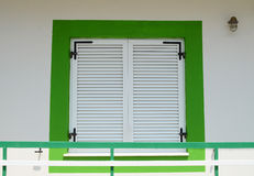 Göra grön det inramade fönstret Agostoli, kefaloniaen, Grekland Royaltyfri Fotografi