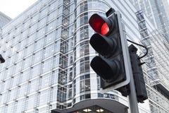 Göra grön, guling och röd trafikljus i den London staden Arkivfoto