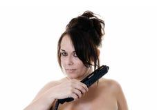 göra hår henne kvinna Arkivfoton