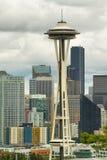 Göra mellanslag visaren och andra byggnader av Seattle horisont Arkivbild