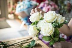 göra mode den moderna buketten av blomman Fotografering för Bildbyråer
