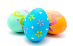 Göra perfekt färgrika handgjorda easter ägg som isoleras på en vit Fotografering för Bildbyråer