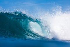 Göra perfekt vågen Fotografering för Bildbyråer