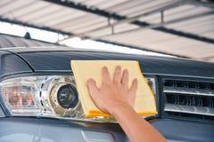 Göra ren bilen fotografering för bildbyråer