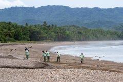 Göra ren upp stranden Royaltyfri Bild