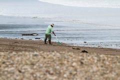 Göra ren upp stranden Arkivbild