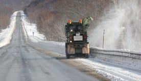 Göra ren vägen från snö Royaltyfri Bild