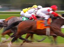 göra sammandrag blurhästkapplöpningen Royaltyfri Bild