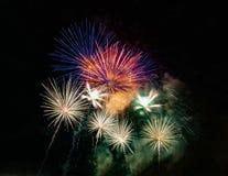 Göra sammandrag kulör fyrverkeribakgrund som används för nytt år f för samkopieringen Royaltyfri Bild