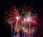 Göra sammandrag kulör fyrverkeribakgrund som används för nytt år f för samkopieringen royaltyfri foto