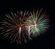 Göra sammandrag kulör fyrverkeribakgrund som används för nytt år f för samkopieringen arkivbilder