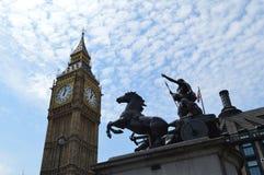 Göra till drottning Boudica av den Iceni stammen och Big Ben, London, UK, England Fotografering för Bildbyråer