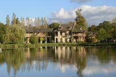 Göra till drottning Hamlet i parkera av den Versailles slotten Arkivfoto