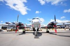 Göra till kung Air 350ER turbopropmotorflygplan på skärm på Singapore Airshow 2012 royaltyfria bilder