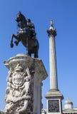 Göra till kung Charles den 1st statyn och Nelsons kolonnen i Trafalgar Square Arkivfoton