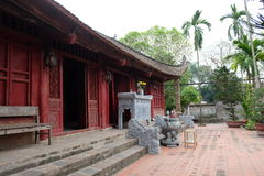 Göra till kung den An Duong Vuong templet i Co Loa Citadel, Vietnam Royaltyfri Foto