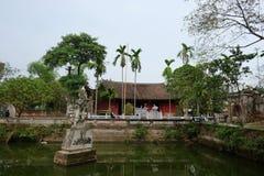 Göra till kung den An Duong Vuong templet i Co Loa Citadel, Vietnam Royaltyfria Foton