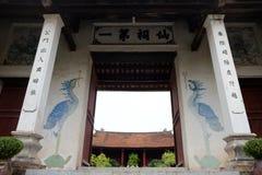 Göra till kung den An Duong Vuong templet i Co Loa Citadel, Vietnam Royaltyfria Bilder