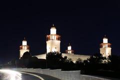 Göra till kung den Hussein Bin Talal moskén i Amman (på natten), Jordanien Royaltyfri Bild