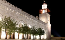 Göra till kung den Hussein Bin Talal moskén i Amman (på natten), Jordanien Royaltyfria Foton