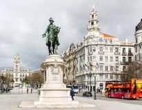Göra till kung den rid- statyn för Pedro dropp` s på Placa da Liberdade i Porto Royaltyfria Bilder