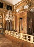 Göra till kung det Louis XIV sovrummet på den Versailles slotten, Frankrike Royaltyfria Bilder