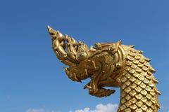 Göra upprymd konungen av Nagas i den Ahong Silawat templet eller Wat Ahong Silawat royaltyfri bild