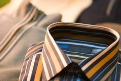 görad randig klänningskjorta Arkivbild