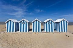 görade randig blåa hus för strand solig white Royaltyfria Bilder