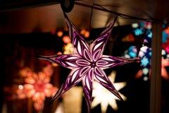 Görande ljusare färgglad julgarneringstjärna Royaltyfri Foto