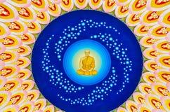 Göttlicher Mönch in der siamesischen Decke des Tempels Lizenzfreies Stockbild