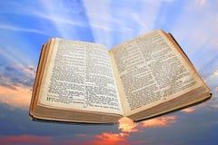 Göttliches Licht der Wahrheitsbibel Stockfotos