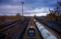 Güterzüge eingestellt auf das Abstellgleis lizenzfreie stockfotografie