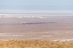 Güterzug in der Wüste in Namibia Stockfoto