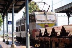 Güterzug voll von Graffiti in Italien stockfotografie