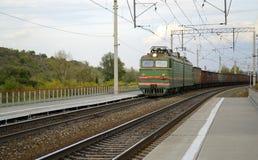 Güterzugdurchläufe durch die Station Stockbild