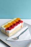 Gąbka tort z Świeżą owoc Fotografia Stock