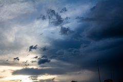 Gęsto chmurny niebo z burz chmurami Zasoby dla projektantów obrazy stock