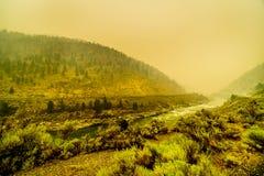 Gęsty dym w Fraser jarze w prowinci kolumbiowie brytyjska, Kanada obraz stock
