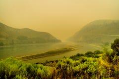Gęsty dym w Fraser jarze w prowinci kolumbiowie brytyjska, Kanada zdjęcia royalty free