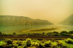 Gęsty dym w Fraser jarze w prowinci kolumbiowie brytyjska, Kanada obrazy royalty free