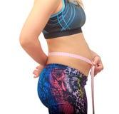 Gęsty kobieta w ciąży mierzy jej brzucha Zdjęcia Stock