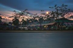 Główna droga iść Tagum miasta dworzec autobusowy Zdjęcie Stock