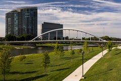 Główna Ulica łuku most Kolumb, Ohio - Scioto rzeka - obraz royalty free